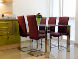moderny_nabytok_jedalensky stol